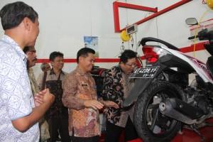 Penandatanganan MoU Kurikulum dan Peresmian Ruang Praktek Teknik Sepeda Motor di SMK Pelita Gamma. (Foto : Humas Pemkab PPU)