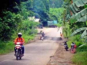 Kondisi Jalan Trans Kalimantan Saat Ini (L Gustian – Hello Borneo)