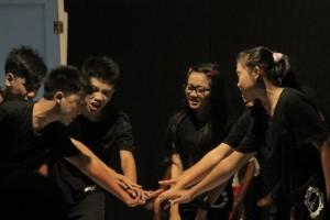 Anggota Komunitas Teater Cermin SMK Kertanegara Kuaro (Cak Ris - Hello Borneo)