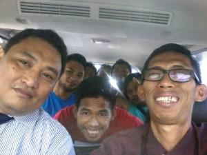 Tim pengacara bersama 7 anggota HMI asal Kaltim yang dibebaskan paska ditahan polisi imbas demo ricuh di Istana Negara dan Kementerian ESDM beberapa waktu lalu (Cak Ris - Hello Borneo)