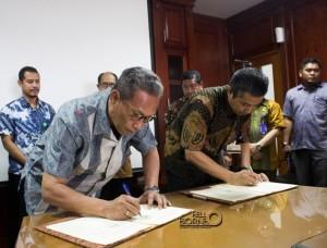 Penandatanganan MoU kerja sama antara BPTP dan SKPD di lingkungkan Pemerintah Kabupaten Penajam Paser Utara (Suherman - Hello Borneo)