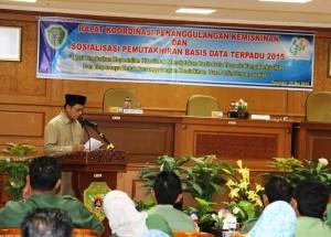 Wakil Bupati Penajam Paser Utara, Mustaqim MZ membuka  Rakor Penanggulangan Kemiskinan dan Sosialisasi PBDT yang dilaksanakan Bappeda (Subur - Humas Setkab Penajam Paser Utara)
