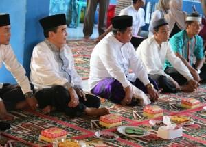 Wagub Mukmin Faisyal HP didampingi Wakil Bupati PPU, Yusran Aspar dan Ketua DPRD Kabupaten PPU, Nanang Ali (Subur - Humas Setkab PPU)