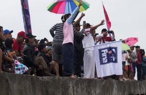 """Bupati Penajam Paser Utara, Kalimantan Timur, Yusran aspar saat membuka lomba renang lintas perairan terbuka tingkat nasional atau """"Open Water Swimming"""" (OWS ) 2015 (Suherman - Hello Borneo)"""