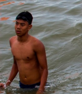 Perenang Penajam Paser Utara, Muhammad Pascal Caesar Giswatama  mengikuti kelas bergengsi  kategori nasional 6.000 meter pada OWS 2015 (Suherman - Hello Borneo)