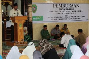 Staf ahli bidang pembangunan,kemasyarakatan dan SDM, Kabupaten Penajam Paser Utara, Rahman Nurhadi, membuka bimbingan mansik haji 2015 yang diikuti 189 calon jemaah haji (Alpian - Humas Setkab Penajam Paser Utara)