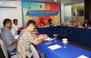 """Staf Humas dan Protokol Sekretariat Kabupaten Penajam Paser Utara, mengikuti pelatihan """"public speaking"""" (Subur - Humas Setkab Penajam Paser Utara)"""
