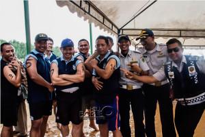 Wartawan Tribun Kaltim (kiri) bersama pejabat di Kabupaten Penajam Paser Utara ikuti OWS 2015 (Suherman - Hello Borneo)