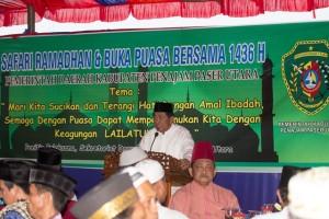 Bupati PPU, Yusran  Aspar memberikan dorongan bagaimana pentingnya berbagi pada sesama (Suherman - Hello Borneo)