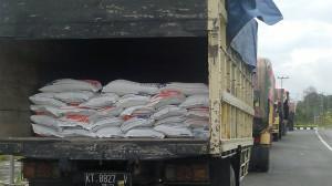 Beras untuk rumah tangga kurang mampu siap didistribusikan kepada 3.558 RTM yang tersebar di 23 desadan kelurahan di Kecamatan Penajam, Kabupaten Penajam Paser Utara (Bagus Purwa - Hello Borneo)