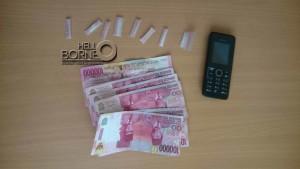 8 poket sabu seberat 2,86 gram, satu unit telepon genggam  serta uang tunai sebesar Rp600 ribu yang disita dari tangan HD
