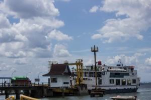 Pelabuhan Feri Penyeberangan Penajam Paser Utara (Suherman - Hello Borneo)