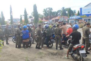 Satpol PP Kabupaten Penajam Paser Utara saat menggelar razia KTP (dok. Satpol PP)