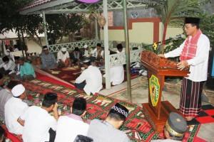 Wakil Bupati Penajam Paser Utara, Mustaqim MZ saat memberikan sambutan pada Safari Ramadhan terakhir yang digelar pemerintah setempat (Iskandar - Humas Setkab Penajam Paser Utara)