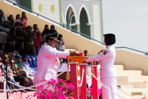Bupati Penajam Paser Utara, Yusran Aspar, menjadi inspektur upacara HUT RI ke-70 (Suherman - Hello Borneo)