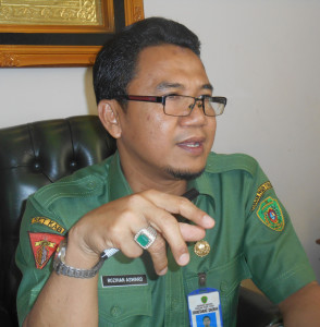 Kepala Unit Pelayanan Pemgadaan Kabupaten Penajam Paser Utara.  Rozihan Asward (Dika - Hello Borneo)