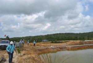 Kolam kompartemen pengelolaan limbah cair milik PT Penajam Prima Coal, perusahaan tambang batu bara yang berada di hulu sungai Lawe-lawe (Dika - Hello Borneo)