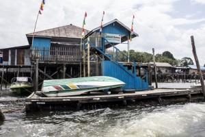 Kondisi 'ploting' atau dermaga terapung Pelabuhan Maridan yang memperihatinkan (Suherman - Hello Borneo)