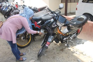 DIPERIKSA. Motor F1Z R milik Mul yang saat ini sedang diamankan di Mapolres Paser. (Rapal JKN)