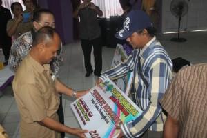 SEMPAT. Beberapa kelompok usaha, yang sebelumnya telah mendapatkan bantuan dari Dinsos Provinsi dan Kabupaten Paser. (Ajang Araya - Hello Borneo)