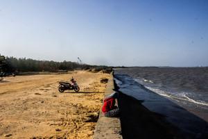 Pengerjaan lanjutan anjungan akan dilaksnakan di Pantai Nipah-nipah, Kabupaten Penajam Paser Utara (Suherman - Hello Borneo)