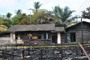 Rumah Ahmad Sayhoni dan mertuanya, warga Kelurahan Petung RT 11, Kecamatan Penajam, Kabupaten Penajam Paser Utara, Minggu pagi sekitar pukul 06.00 Wita hangus terbakar (Dika - Hello Borneo).