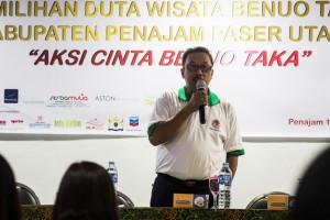 Sekertaris Dinas Perhubungan Kebudayaan Pariwisata dan Kominfo Penajam Paser Utara, Wagiman, saat membuka kegiatan karantina pemilihan Duta Wisata 2015 (Suherman - Hello Borneo)