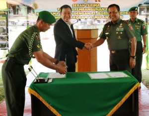 Serah terima bantuan renovasi rumah dinas TNI AD Kodam VI Mulawarman, Kompi C  Yonif 600 Raider Petung, Kecamatan Penajam (dok Humas Setkab Penajam Paser Utara)