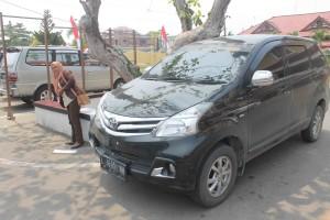 Mobil Avanza hitam yang berhasil mereka bawa lari (Rapal JKN - Hello Borneo)