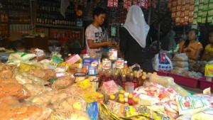 SEMBAKO. Harga sembako di Kabupaten Paser relatif stabil. (Rapal JKN - Hello Borneo)