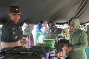 Bazar Murah. Kodim 0904 Tanah Grogot gelar bazar sembako murah. (Rapal JKN - Hello Borneo)