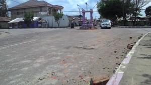 MENGHILANG. Mobil Strada Triton yang menghantam tugu di Jalan LKMD, saat diamankan di Mapolres Paser. Dan kondisi rusak parah di TKP Kejadian. (Rapal JKN - Hello Borneo)