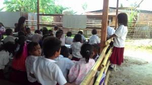 Tidak Nyaman. Beginilah Kondisi belajar mengajar SDN 003 Pasir Mayang. (Rapal JKN - Hello Borneo)