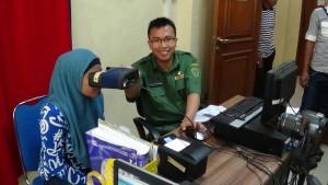 Pelayanan perekaman data  KTP elektronik di Disdukcapil Kabupaten Penajam Paser Utara (AH Ari B - Hello Borneo)