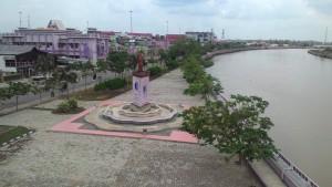UNGU LOVERS. Sebentar lagi warna ungu di beberapa sudut kota Tana Paser, akan mulai menghilang. (Rapal JKN - Hello Borneo)