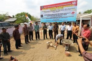 Peringatan hari karya dika, dengan menggelar gerakan peduli masyarakat, di Desa Sempulang. (Rapal JKN - Hello Borneo)