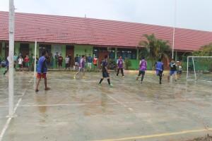 Aktifitas masyarakat Paser ditengah guyuran hujan. (Rapal JKN)