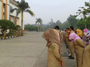 Pegawai di lingkungan Sekretariat Kabupaten Penajam Paser Utara ikuti apel pagi (Subur Priono - Humas Setkab - Penajam Paser Utara)