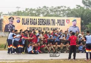 TNI-Polri di Penajam Paser Utara olahraga bersama tingkatkan kerja sama antar kesatuan (Suherman - Hello Borneo)