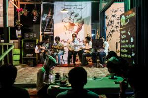 Dawai Keraton memainkan musik keroncong di Malam Puisi Penajam (Suherman - Hello Borneo)