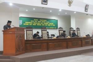 Pj Bupati Paser Ibrahim membacakan Nota Keuangan APBD Tahun 2016. (Rapal JKN - Hello Borneo)