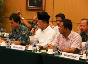 Wakil Bupati Penajam Paser Utara, Mustaqim MZ (tengah) saat memberikan penjelasan pada kunjungan kerja Komisi VII DPR RI di Balikpapan (Subur Priono - Humas Setkab Penajam Paser Utara)