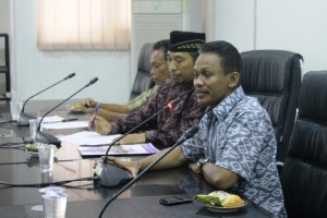 Biarpet. Ketua Komisi I DPRD Paser, Abdullah tuntut janji PLN. (Rapal JKN - Hello Borneo)