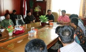 Bupati Penajam Paser Utara, Yusran Aspar bersama Wakil Bupati Mustaqim MZ menerima kunjungan kerja Pemerintah Kabupaten Bekasi (Subur Priono - Humas Setkab Penajam Paser Utara)