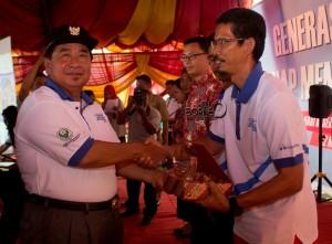 Bupati Penajam Paser Utara, Yusran Aspar saat usai membuka peringatan Hari Kesehatan Nasional ke-51 (Suherman - Hello Borneo)