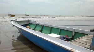 Kapal para nelayan Kecamatan Penajam, Kabupaten Penajam Paser Utara, membutuhkan solar untuk melaut (Bagus Purwa - Hello Borneo).