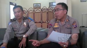 Kapolres Penajam Paser Utara AKBP Raden Djarot Agung Riadi (kanan) bersama Kepala Bagian Operasional  Kompol Gede Pasek saat meberikan keterangan pers (AH Ari B - Hello Borneo)