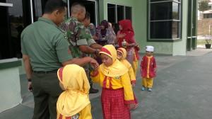 Puluhan murid TK RS Al Hikmah Girimukti serbu Kodim 0913 Penajam Paser Utara (Bagus Purwa - Hello Borneo)