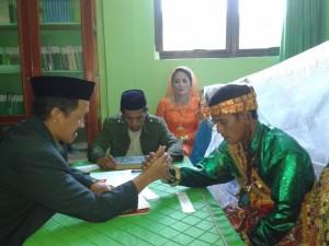 MASIH RENDAH. Keinginan masyarakat untuk nikah di KUA masih kurang antusias. (Rapal JKN - Hello Borneo)