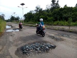 Kondisi jalan rusak di Paser Belengkong. (Rapal JKN/N Sya)